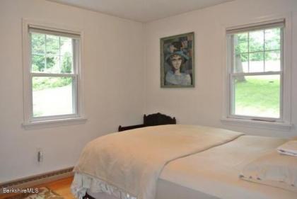 A Cute 2 Bedroom House Near Downtown Lenox, MA