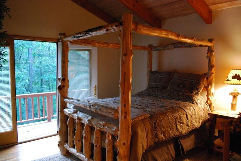 ... Charming Cabin * Beautiful Fall Colors * Fire Pit   Lancaster, PA  Vacation Rental