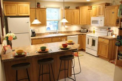 Walk To Downtown. Large Deck And Private Parking! - Jim Thorpe, PA - Northeastern Mountains