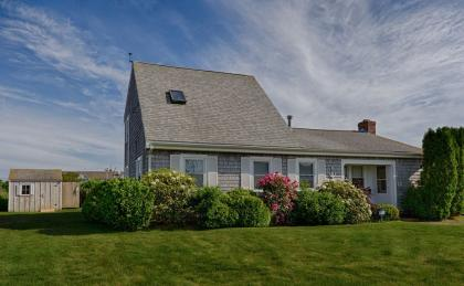 Charming & Bright Beach House At Craigville Beach - Book now for summer 2018 - Centerville, Barnstab