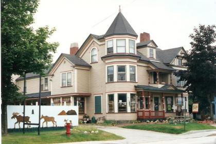 Strictly Moose Luxury Vacation Suites - Gorham, NH - White Mountains