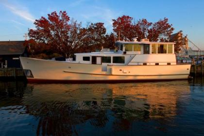 Houseboat Rentals in Downtown Providence, RI - Providence RI Vacation Rental - Providence & Vicinity